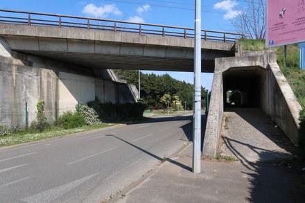 Villepreux Pont ferroviaire RD11.jpg