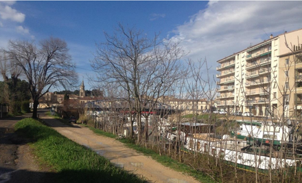 Photo canal Beaucaire.PNG